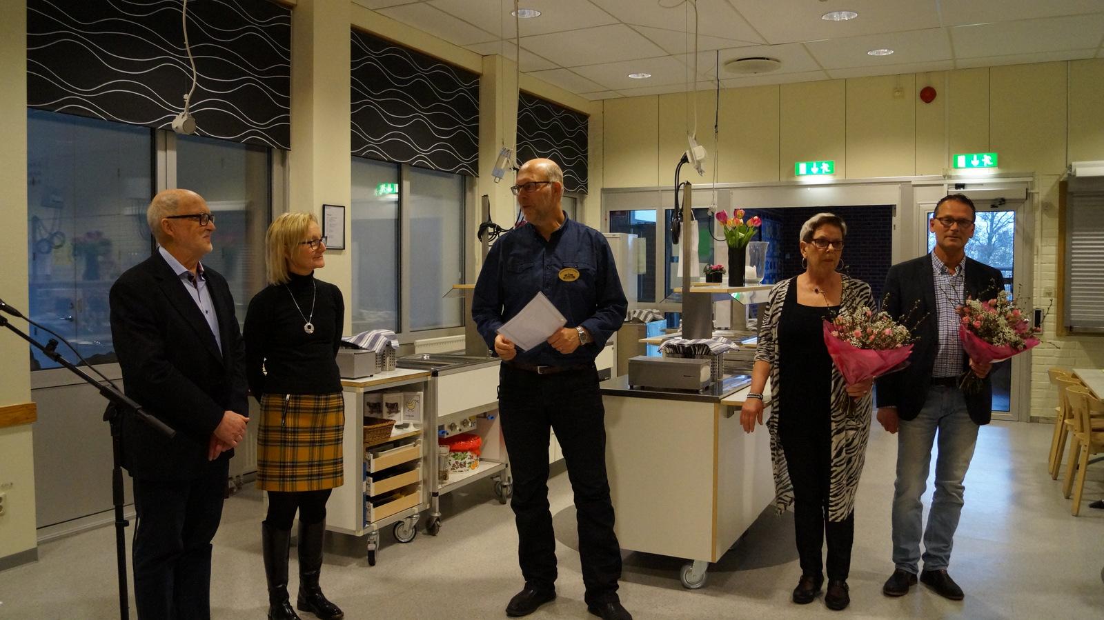 Ordförande Johan tillkännager att Håkan är ständig hedersmedlem i Wsv.