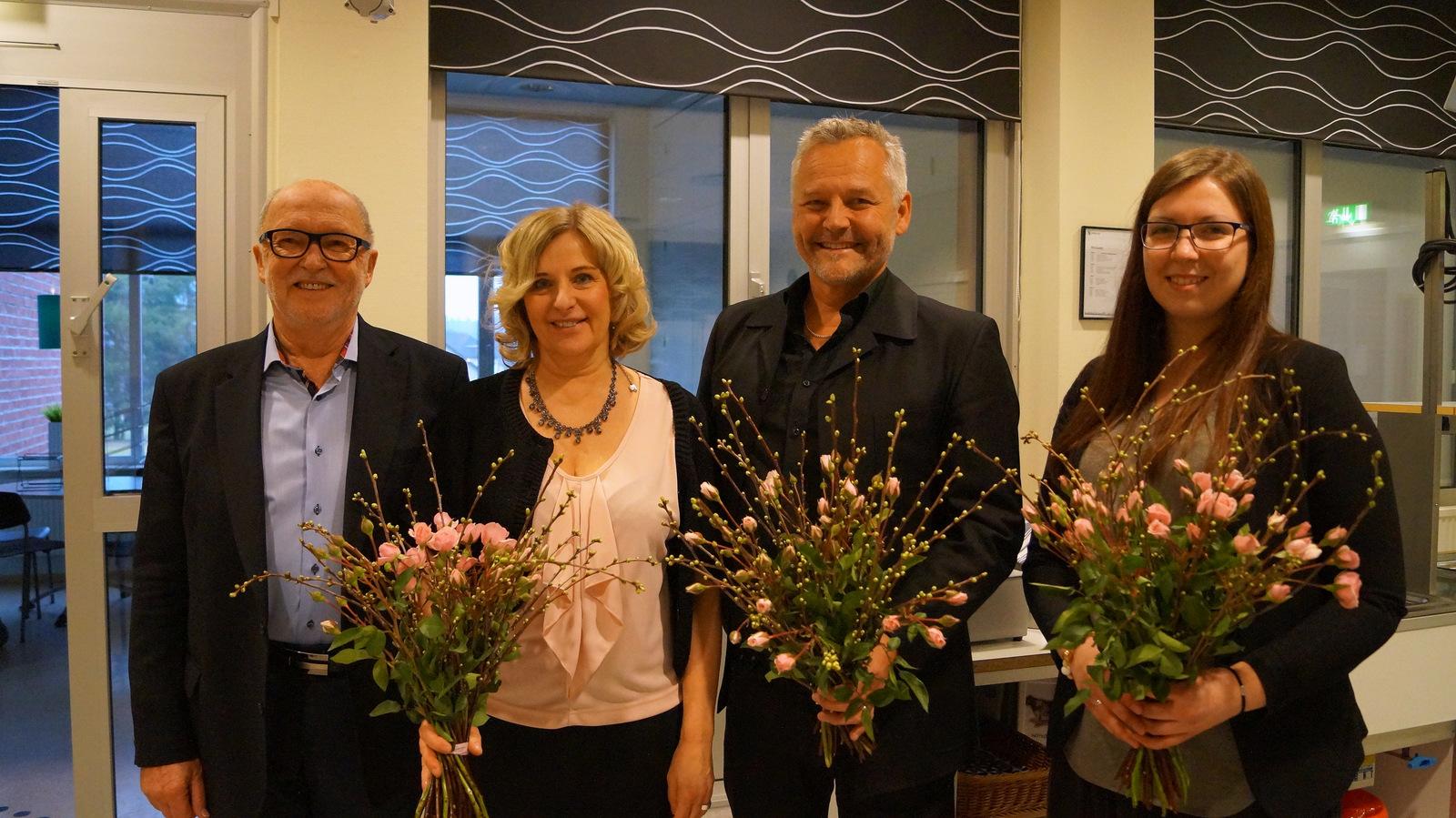 Håkan tillsammans med Cathrine L, Peter H och <julia <Jonsson.